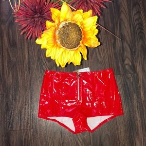 🍒NWT Red Vinyl Zipper Front Shorts SMALL
